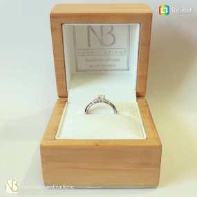 boîte de bijoux personnalisée avec un tampon en bois